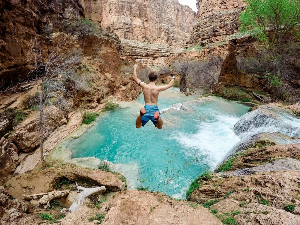 waterfalls-2564414_1920
